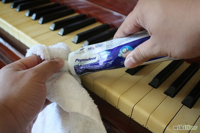 zubna-pasta-cistenie-klavira